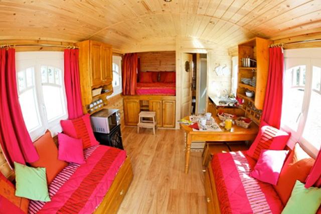 h bergement en roulottes en auvergne allier. Black Bedroom Furniture Sets. Home Design Ideas